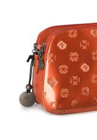 Wittchen - Damska listonoszka skórzana lakierowana z monogramem. Kolor: pomarańczowy. Wzór: gładki. Materiał: skórzane, lakierowane. Rodzaj torebki: na ramię