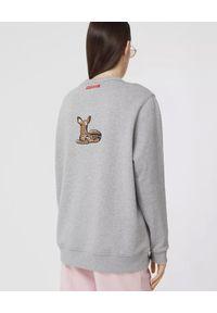 Burberry - BURBERRY - Szara bluza oversize z aplikacją. Kolor: szary. Materiał: dresówka, prążkowany, bawełna. Długość rękawa: długi rękaw. Długość: długie. Wzór: aplikacja