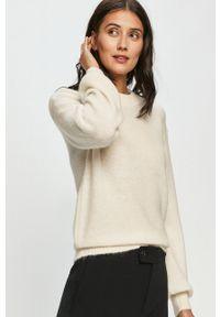 Samsoe & Samsoe - Samsoe Samsoe - Sweter. Okazja: na co dzień. Kolor: beżowy. Długość rękawa: długi rękaw. Długość: długie. Styl: casual