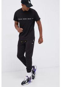 Tommy Jeans - T-shirt bawełniany. Okazja: na co dzień. Kolor: czarny. Materiał: bawełna. Wzór: nadruk. Styl: casual