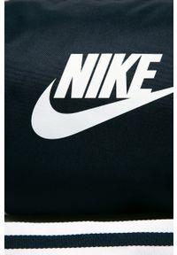 Niebieska torba podróżna Nike Sportswear z nadrukiem