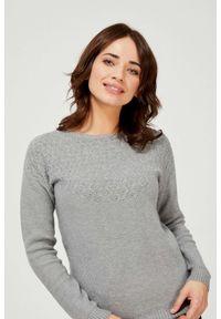 MOODO - Sweter z ozdobnym splotem. Materiał: poliester, akryl, wiskoza, poliamid, ze splotem. Długość rękawa: długi rękaw. Długość: długie. Wzór: gładki, ażurowy, ze splotem