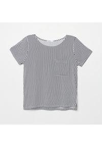 Cropp - Koszulka z kieszenią - Biały. Kolor: biały