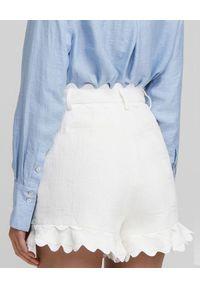 ACLER - Białe szorty Alantic. Stan: podwyższony. Kolor: biały. Materiał: bawełna, wiskoza, len, koronka. Wzór: kwiaty, aplikacja