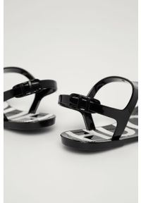 Czarne sandały Hugo na klamry, bez obcasa