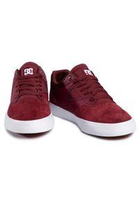 Czerwone sneakersy DC z cholewką, na co dzień