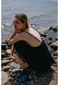 Marsala - Sukienka na cienkich ramiączkach z muślinu bawełnianego w kolorze czarnym - MALAGA BY MARSALA. Kolekcja: moda ciążowa. Kolor: czarny. Materiał: bawełna. Długość rękawa: na ramiączkach. Sezon: lato