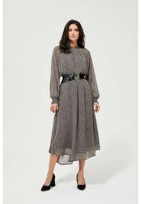 MOODO - Szyfonowa sukienka z paskiem. Materiał: szyfon. Wzór: nadruk. Typ sukienki: baskinki, trapezowe. Styl: elegancki