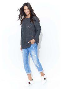 Szary sweter Makadamia klasyczny, z klasycznym kołnierzykiem, w ażurowe wzory