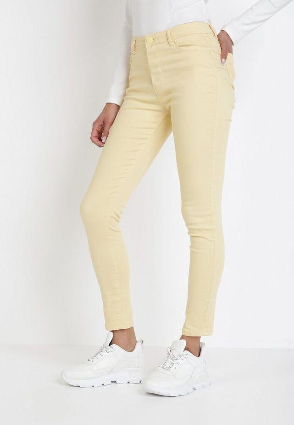 Żółte spodnie skinny Born2be
