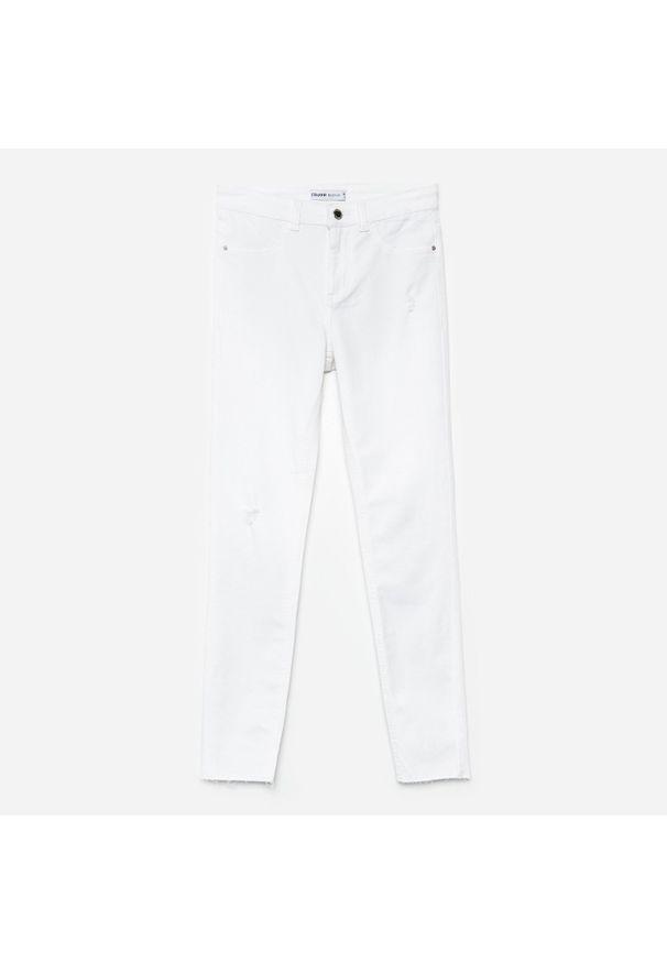 Białe jeansy Cropp z obniżonym stanem