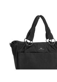 Czarna torebka worek Wittchen na ramię, z haftem, casualowa, skórzana