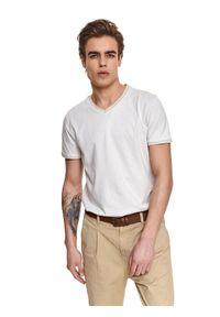 TOP SECRET - T-shirt strukturalny. Okazja: do pracy. Typ kołnierza: dekolt w serek. Kolor: beżowy. Materiał: bawełna, tkanina. Długość rękawa: krótki rękaw. Długość: krótkie. Sezon: lato. Styl: elegancki