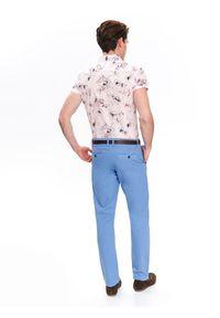 TOP SECRET - Spodnie chino z paskiem regularne. Okazja: na co dzień. Kolor: niebieski. Materiał: tkanina. Wzór: gładki. Sezon: wiosna, lato. Styl: sportowy, klasyczny, elegancki, casual