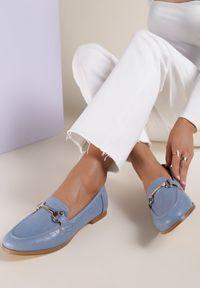 Renee - Niebieskie Mokasyny Barnard. Nosek buta: okrągły. Zapięcie: bez zapięcia. Kolor: niebieski. Materiał: skóra, materiał. Szerokość cholewki: normalna. Obcas: na obcasie. Wysokość obcasa: niski