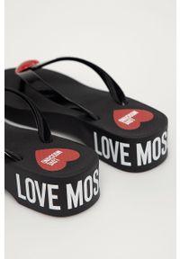 Czarne japonki Love Moschino bez obcasa