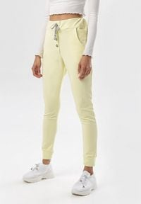 Born2be - Żółte Spodnie Dresowe Peisirane. Kolor: żółty. Materiał: dresówka