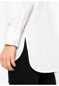 Długa bluzka z ozdobnym sznurowaniem z tyłu bonprix biały. Typ kołnierza: kołnierzyk koszulowy. Kolor: biały. Długość: długie #3