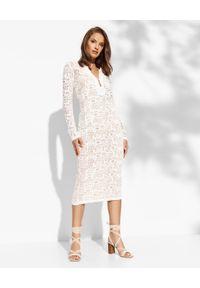 Pinko - PINKO - Biała sukienka koronkowa Gancedo. Typ kołnierza: dekolt w kształcie V. Kolor: biały. Materiał: koronka. Długość rękawa: długi rękaw. Wzór: koronka, ażurowy. Typ sukienki: dopasowane