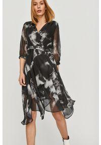 Czarna sukienka Answear Lab mini, prosta, wakacyjna, na co dzień