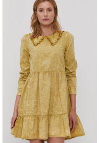 Noisy may - Noisy May - Sukienka. Kolor: zielony. Materiał: tkanina. Długość rękawa: długi rękaw. Wzór: gładki. Typ sukienki: rozkloszowane