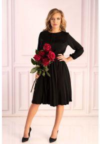 Merribel - Czarna Wizytowa Sukienka z Plisami z Rękawem 3/4. Kolor: czarny. Materiał: poliester. Styl: wizytowy