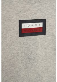 Szary t-shirt TOMMY HILFIGER na co dzień, casualowy