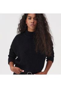 Czarny sweter Sinsay ze stójką, krótki