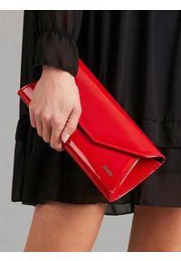 Czerwona kopertówka ROVICKY lakierowana, wizytowa, na lato