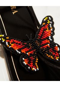 AQUAZZURA - Lekkie sandały ze skóry Butterfly. Kolor: czarny. Materiał: skóra. Wzór: aplikacja. Obcas: na płaskiej podeszwie