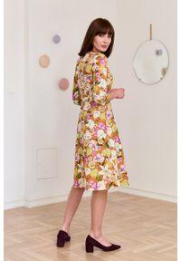 Marie Zélie - Sukienka Asteria Arancia pomarańczowa. Kolor: pomarańczowy. Materiał: bawełna, materiał, elastan, tkanina, skóra. Wzór: kwiaty, gładki. Typ sukienki: trapezowe. Styl: klasyczny
