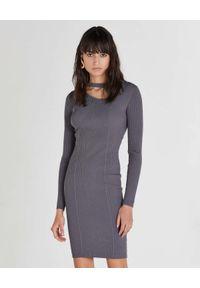 Patrizia Pepe - PATRIZIA PEPE - Szara sukienka mini z asymetrycznym rozcięciem. Kolor: szary. Materiał: materiał, prążkowany. Długość rękawa: długi rękaw. Typ sukienki: asymetryczne. Długość: mini