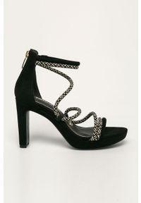 Czarne sandały Tamaris na obcasie, na średnim obcasie