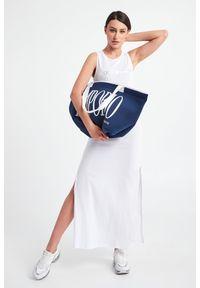 Emporio Armani Swimwear - SUKIENKA EMPORIO ARMANI SWIMWEAR. Długość rękawa: bez rękawów. Wzór: napisy. Typ sukienki: proste. Długość: maxi