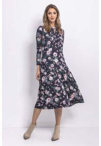 Fobya - Midi Sukienka w Różowe Kwiaty. Kolor: różowy. Materiał: wiskoza, elastan, bawełna. Wzór: kwiaty. Długość: midi