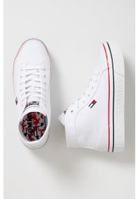 Tommy Jeans - Trampki. Nosek buta: okrągły. Zapięcie: sznurówki. Kolor: biały. Materiał: guma. Obcas: na platformie