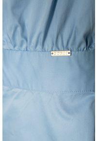 Niebieska sukienka Guess z krótkim rękawem, mini