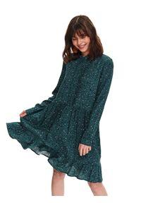 TOP SECRET - Printowana sukienka z falbaną. Typ kołnierza: kołnierzyk stójkowy. Kolor: zielony. Wzór: kwiaty. Sezon: wiosna