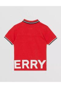 BURBERRY CHILDREN - Czerwona koszulka polo z nadrukiem 4 -14 lat. Typ kołnierza: polo. Kolor: czerwony. Materiał: bawełna. Długość rękawa: krótki rękaw. Wzór: nadruk. Sezon: lato. Styl: klasyczny #4