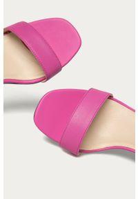 Różowe sandały vagabond na średnim obcasie, na obcasie