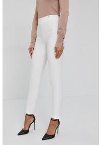 Nissa - NISSA - Spodnie. Stan: podwyższony. Kolor: biały. Materiał: tkanina