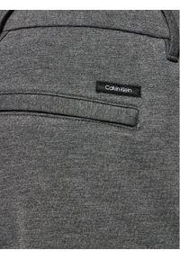 Calvin Klein Spodnie dresowe K10K106550 Szary Tapered Fit. Kolor: szary. Materiał: dresówka, materiał