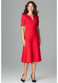 e-margeritka - Elegancka sukienka do biura rozkloszowana czerwona - l. Okazja: do pracy, na spotkanie biznesowe. Kolor: czerwony. Materiał: bawełna, wiskoza, materiał, elastan, poliester. Wzór: gładki. Sezon: lato, jesień, wiosna. Typ sukienki: proste, rozkloszowane. Styl: biznesowy, elegancki. Długość: midi