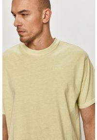 Levi's® - Levi's - T-shirt. Okazja: na co dzień, na spotkanie biznesowe. Kolor: zielony. Materiał: dzianina. Wzór: gładki. Styl: biznesowy, casual