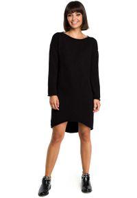 Czarna sukienka dzianinowa MOE asymetryczna, z asymetrycznym kołnierzem