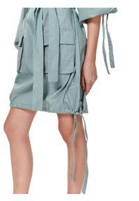 TOP SECRET - Sukienka oversize z wiązaniami. Kolor: zielony. Długość rękawa: długi rękaw. Sezon: lato. Typ sukienki: oversize