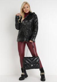 Born2be - Czarna Kurtka Flaxae. Typ kołnierza: kołnierzyk stójkowy. Kolekcja: plus size. Kolor: czarny. Materiał: tkanina