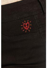 Czarne jeansy Desigual z podwyższonym stanem, gładkie