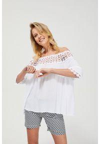 Biała koszula MOODO z krótkim rękawem, z dekoltem typu hiszpanka