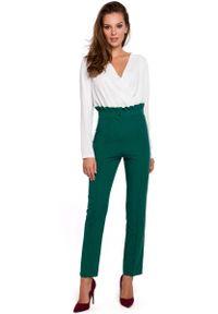 MAKEOVER - Zielone Eleganckie Spodnie w Kant z Falbanką w Pasie. Kolor: zielony. Materiał: poliester, elastan. Styl: elegancki